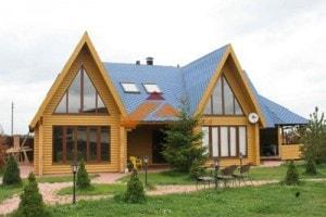 Наша компания предлагает свои услуги по строительству деревянных домов под ключ из клееного и профилированного бруса, а также оцилиндрованного бревна